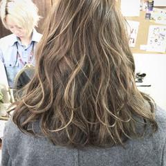 ミディアム アッシュ ブルージュ 外国人風 ヘアスタイルや髪型の写真・画像