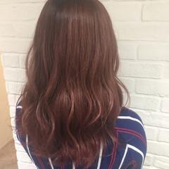 ベージュ セミロング ピンクアッシュ 外国人風 ヘアスタイルや髪型の写真・画像