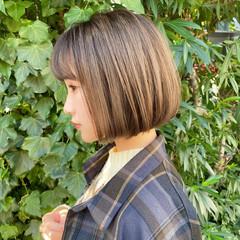 切りっぱなしボブ ナチュラル ミニボブ ハイライト ヘアスタイルや髪型の写真・画像