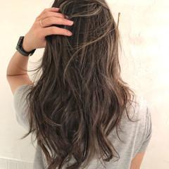 ロング 簡単スタイリング アンニュイほつれヘア ナチュラル ヘアスタイルや髪型の写真・画像