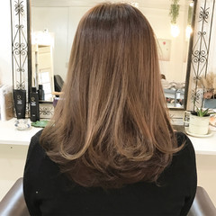 巻き髪 セミロング グラデーションカラー 大人かわいい ヘアスタイルや髪型の写真・画像