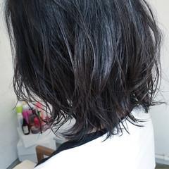 外ハネ ストリート 黒髪 ウルフカット ヘアスタイルや髪型の写真・画像