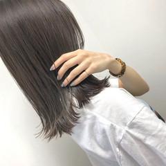 ラベンダーグレージュ 大人カジュアル ミディアム グレージュ ヘアスタイルや髪型の写真・画像