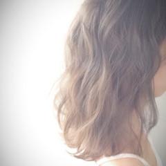 アンニュイ 外国人風 ウェーブ 波ウェーブ ヘアスタイルや髪型の写真・画像