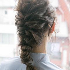 ナチュラル アンニュイほつれヘア セミロング 結婚式 ヘアスタイルや髪型の写真・画像