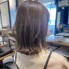 デジタルパーマ グレージュ ミディアムレイヤー アンニュイほつれヘア ヘアスタイルや髪型の写真・画像