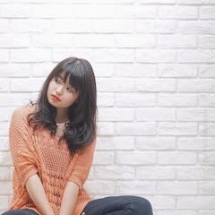 リラックス 外国人風 アッシュ ロング ヘアスタイルや髪型の写真・画像