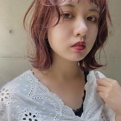 ピンクベージュ 切りっぱなしボブ ナチュラル ピンク ヘアスタイルや髪型の写真・画像