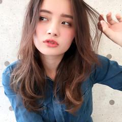 ゆるふわ アッシュ レイヤーカット 外国人風 ヘアスタイルや髪型の写真・画像