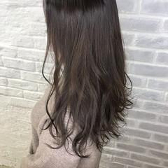 セミロング アッシュグレージュ オフィス ナチュラル ヘアスタイルや髪型の写真・画像