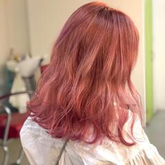 ラベンダーピンク セミロング ピンク ストリート ヘアスタイルや髪型の写真・画像