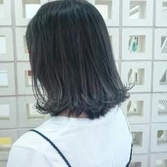 外ハネ セミロング グラデーションカラー ナチュラル ヘアスタイルや髪型の写真・画像