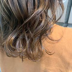 ミディアム アッシュベージュ ベージュカラー ナチュラル ヘアスタイルや髪型の写真・画像