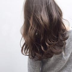 セミロング 暗髪 ナチュラル 大人かわいい ヘアスタイルや髪型の写真・画像