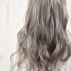グレージュ シルバーグレイ シルバーグレージュ セミロング ヘアスタイルや髪型の写真・画像