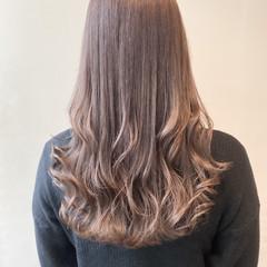 大人可愛い 透明感カラー ラベンダーグレージュ ミルクティーベージュ ヘアスタイルや髪型の写真・画像