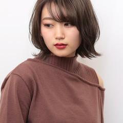 ミディアム 艶カラー マーメイドアッシュ ナチュラル ヘアスタイルや髪型の写真・画像