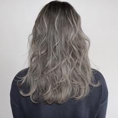 ハイライト セミロング グレージュ フェミニン ヘアスタイルや髪型の写真・画像