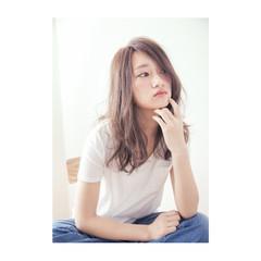 外国人風 セミロング ナチュラル 前髪あり ヘアスタイルや髪型の写真・画像