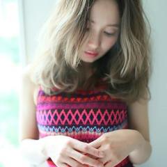 ピュア くせ毛風 グラデーションカラー ハイライト ヘアスタイルや髪型の写真・画像