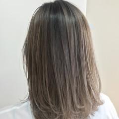 ブリーチ インナーカラー バレイヤージュ グレージュ ヘアスタイルや髪型の写真・画像