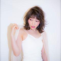 ミディアム ワイドバング アッシュ ガーリー ヘアスタイルや髪型の写真・画像