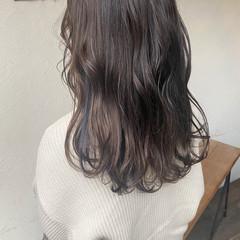 アッシュグラデーション ナチュラル ナチュラルグラデーション セミロング ヘアスタイルや髪型の写真・画像