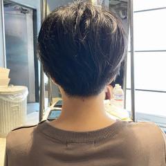 ショートバング マッシュショート 刈り上げショート ナチュラル ヘアスタイルや髪型の写真・画像