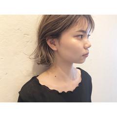 コントラストハイライト ミルクティーブラウン ハイライト ショート ヘアスタイルや髪型の写真・画像