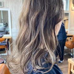 ウルフカット ハイライト インナーカラー セミロング ヘアスタイルや髪型の写真・画像