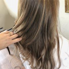 フェミニン グレージュ ブリーチ ハイライト ヘアスタイルや髪型の写真・画像