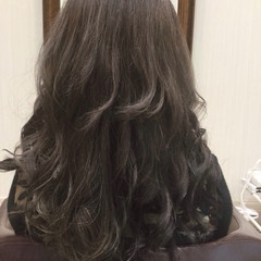ロング シルバー モード アッシュ ヘアスタイルや髪型の写真・画像