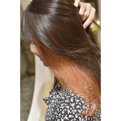 ガーリー オレンジブラウン インナーカラー インナーカラーオレンジ ヘアスタイルや髪型の写真・画像