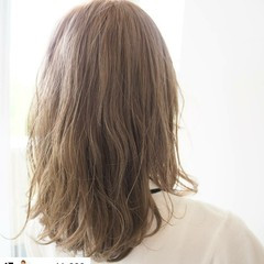 ナチュラル ミルクティーベージュ 透明感カラー 透明感 ヘアスタイルや髪型の写真・画像