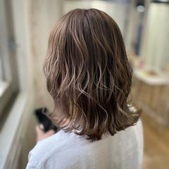 切りっぱなしボブ シルバーグレージュ グレージュ ボブ ヘアスタイルや髪型の写真・画像