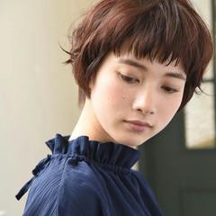 フリンジバング パーマ ショート ナチュラル ヘアスタイルや髪型の写真・画像