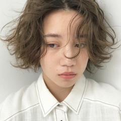 透明感 グレージュ くせ毛風 リラックス ヘアスタイルや髪型の写真・画像