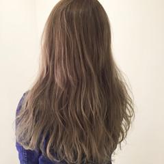 アッシュベージュ ストリート 透明感 ロング ヘアスタイルや髪型の写真・画像
