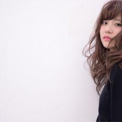 セミロング グラデーションカラー 外国人風 ゆるふわ ヘアスタイルや髪型の写真・画像