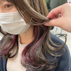 ラズベリーピンク 切りっぱなしボブ ミディアム イヤリングカラー ヘアスタイルや髪型の写真・画像