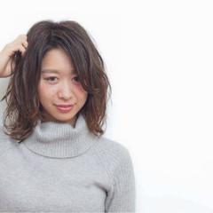大人かわいい フェミニン ハイライト セミロング ヘアスタイルや髪型の写真・画像