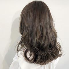 コテ巻き風パーマ コテ巻き ナチュラル オリーブアッシュ ヘアスタイルや髪型の写真・画像