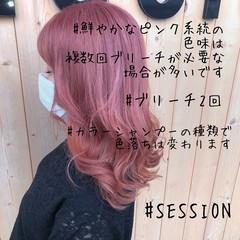 ピンク ミディアム ダブルカラー ガーリー ヘアスタイルや髪型の写真・画像