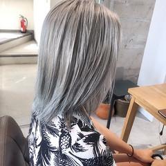 ホワイトアッシュ 上品 ブリーチ ミディアム ヘアスタイルや髪型の写真・画像