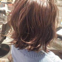 ピンクアッシュ レッド フェミニン ボブ ヘアスタイルや髪型の写真・画像