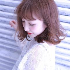 アッシュ ミルクティー 小顔 フェミニン ヘアスタイルや髪型の写真・画像