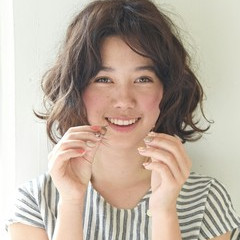 外国人風 パーマ アッシュ ニュアンス ヘアスタイルや髪型の写真・画像