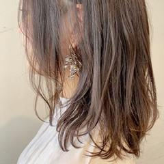 フェミニン ラベンダーアッシュ レイヤーカット ミディアム ヘアスタイルや髪型の写真・画像