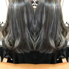 バレイヤージュ ストリート ハイライト グレージュ ヘアスタイルや髪型の写真・画像