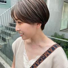 アッシュグレージュ グレージュ ショートヘア ナチュラル ヘアスタイルや髪型の写真・画像